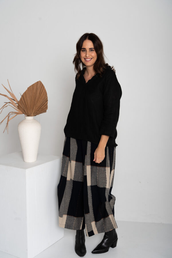 Incredible 100% linen Australian designed pants with design detail check pattern and wide leg pant