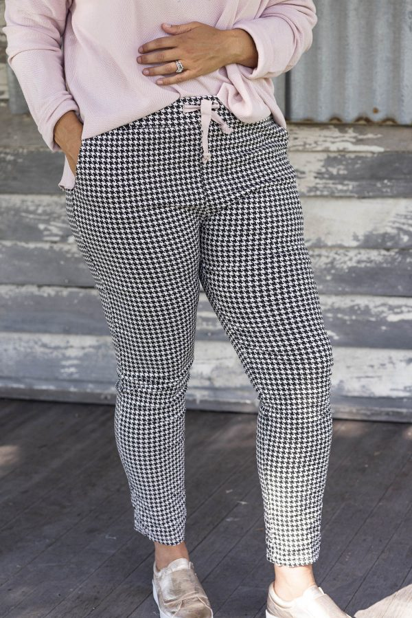 Tartan Pant in Pink with Stretch material.